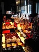 SALON DE THE de Joel Robuchon :各式各樣的手工麵包區.JPG