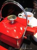 SALON DE THE de Joel Robuchon :焦糖紅茶但重點不在茶耶,壺真是太可愛了.JPG