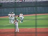 2006  8/25  牛對獅  :賽前熱身