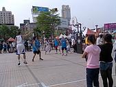 高雄遠百盃籃球三對三熱戰參觀紀念:投籃的是白人喔 外國人也參加