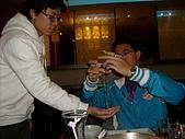 2009。1。28 同學聚餐同樂會!:魔術研究(蠻神的 肉眼看不出來)