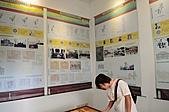 20110207春節走春-台南、高雄、新港 Tainan/Kaohsiung/Chiayi:牆上有詳細的歷史記載與照片