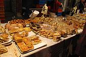 20090209鹽水蜂炮+新營+柳營:夜市中有店面品質的精緻麵包攤,還上過報紙