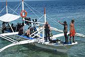 20080425Moalboal - 20080502:這天阿娟早上第一支沒下水,幫忙補捉同伴潛水回來的鏡頭