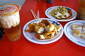 20080406-08小琉球:左下角為阿娟的最愛:蔥油條。像棒狀的蔥油餅,香Q有嚼勁