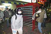 20090209鹽水蜂炮+新營+柳營:阿娟與在加油站旁的中型炮城