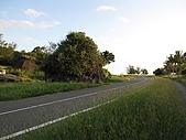 20091018再訪墾丁第二彈 Kenting:這顆擋路巨石其實是珊瑚礁,很突兀地長在大馬路中間