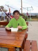 20140228-0302 再訪小琉球  Siaoliouciou,Taiwan:庭園讀書趣-好吧,我承認你是''讀書人'',哈哈 (後面隱約可見有白頭浪)