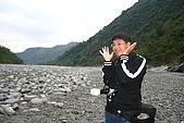 20071229-20080101台東:裝可愛的阿星與冬天乾涸的河谷,阿星的新髮型跟脆笛酥一樣,哈哈