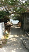 20170225-28 小琉球解潛水癮(上) Siaoliouciou,Taiwan:我們房門走出來左邊的小徑,偶爾我們岸潛會從這邊上岸,然後走回阿貴潛店,哈~