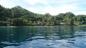 20170404 Ambon Diving 安汶潛水趣:很快就到對岸了~ 感覺好原始啊~ 浪平的跟湖水一樣