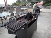 20140228-0302 再訪小琉球  Siaoliouciou,Taiwan:哇賽!好厲害的烤肉架啊!(隔壁民宿正在準備晚上客人烤肉用),感覺在美國電影中才會看到