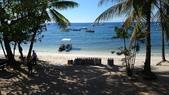20191007_Panglao,Bohol Part 1:所有的潛店都忙著戴送氣瓶裝備到潛水船去,大潛水船都停在較遠處,無法直接靠岸,所以潛水還要小船接泊