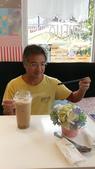 20171004-1011_Anilao Part I:星: 嘿嘿嘿~ 我要來嚐嚐這Okinawa milk tea啦~~
