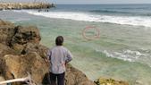 20181229-1230 小琉球(上)  Siaoliouciou,Taiwan:望海興嘆~這浪也太大了吧...連大海龜(紅圈內)都游不出去!被困在淺灘好久,我們一直在幫牠加油