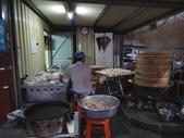 20140228-0302 再訪小琉球  Siaoliouciou,Taiwan:隨意逛逛遇到的一間現做現包現蒸包子店,看起來就很吸引人,包子還在炊,還要等等
