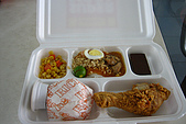 960617-960619Anilao:Super meal-中間是菲律賓食物,滿好吃的,像乾拌米粉