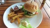 20180403_Amed_Bali 巴里島Amed潛水 Part 2:午餐-起司Burger肉太乾,起司太薄,還是菲律賓的比較好吃.飯店的薯條總是軟的,不優~