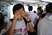 20080406-08小琉球:玉米殺手阿娟是船上唯一在吃東西的人