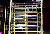 20090209鹽水蜂炮+新營+柳營:最傳統的竹編架子,用棉線仔細捆綁蜂炮