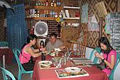 20080425Moalboal - 20080502:在一家當地人的餐廳用晚餐,味道普普,上菜一樣慢,有人等到去抽煙,有人去玩狗,有人玩PDA