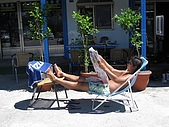 20090625國境之南最終回:阿娟都躲在室內吹冷氣了,阿星竟還有餘力做日光浴?