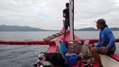 20171004-1011_Anilao Part I:出發囉~ 是一艘小紅船. 導潛Lido說先帶我們到對岸的潛點去