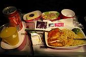 20090101斯米蘭、普吉島和曼谷:這張照片的重點是我很感動空姐給了我一整罐的可樂啦,哈
