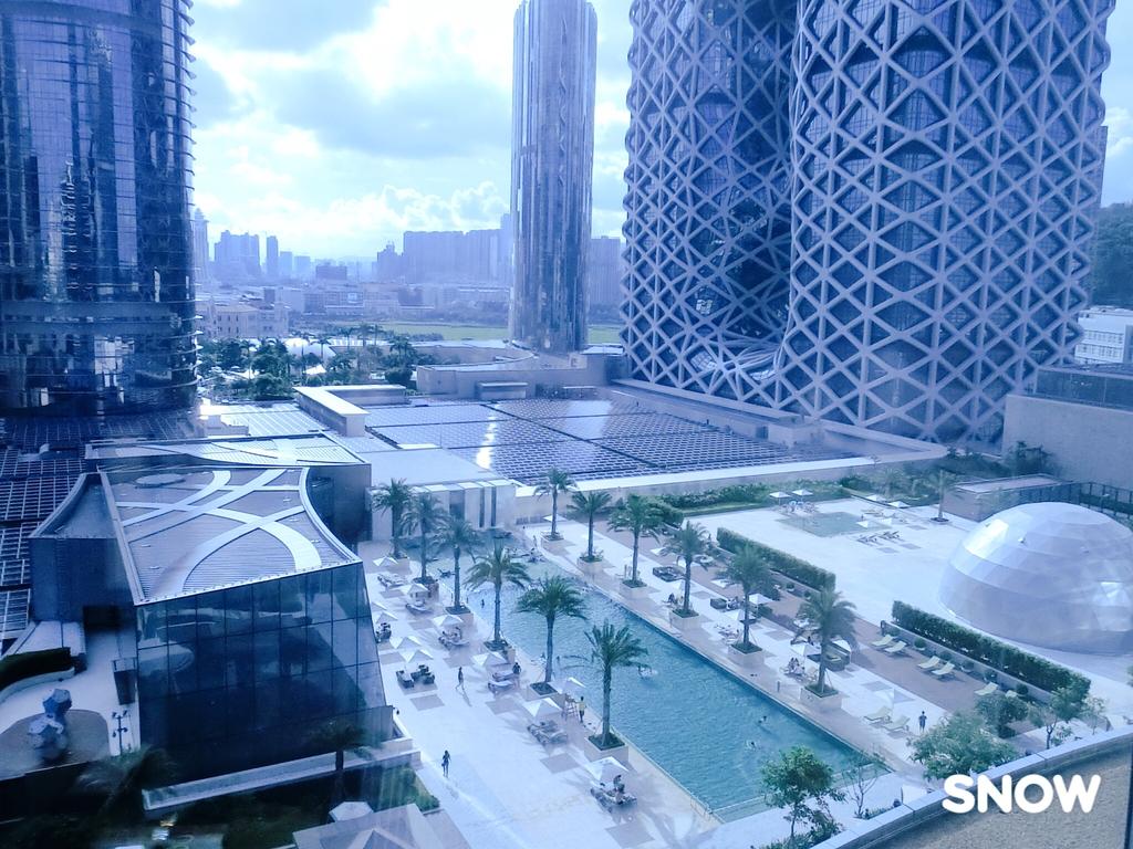 澳門5⭐️君悅酒店:落地窗看出去的風景 剛好正對酒店游泳池