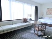 澳門5⭐️君悅酒店:床與沙發旁有一整片落地窗  可欣賞風景