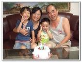 幫阿公慶生吃蛋糕:DSCF2604[2].jpg