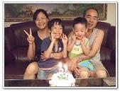 幫阿公慶生吃蛋糕:DSCF2591[2].jpg