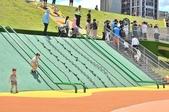 主題公園堤坡滑梯樂園 遛小孩新景點:藤蔓攀爬繩鋼管滑梯.JPG