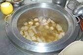 永和蕭阿姨回饋社會 豐盛佳餚尾牙宴客:一大鍋的排骨蘿蔔湯.jpg
