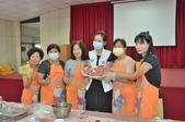 紅麴雞卷料理教學 健康飲食文化:市議員洪佳君將包好的紅麴水餃端起來給大家觀看.JPG