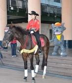 新北歡樂耶誕城 邀請全國朋友一起來:騎警隊也來湊熱鬧.jpg
