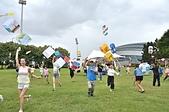 北海岸國際風箏節 風光明媚風箏愛相隨:大小朋友拉著風箏飛上天.JPG