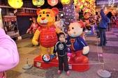 鼠生睿智幸福點燈 新春嘉年華燈會啟動:燈會現場可愛的泰迪熊,吸引大小朋友來觀賞.JPG