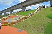 主題公園堤坡滑梯樂園 遛小孩新景點:台灣獮猴管狀溜滑梯.JPG