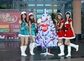 新北歡樂耶誕城 邀請全國朋友一起來:新北市歡樂耶誕城.美少女也來參加.jpg