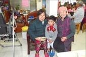 永和蕭阿姨回饋社會 豐盛佳餚尾牙宴客:對面的好鄰居阿嬤帶著孫子來.jpg