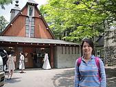 990611東京8日遊Day2:A0488Day2輕井澤-為了閃車都拍不到整個教堂=3=.JPG