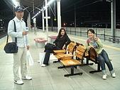 990611東京8日遊Day2:A0658Day2輕井澤-月台椅子還附小桌真貼心.JPG