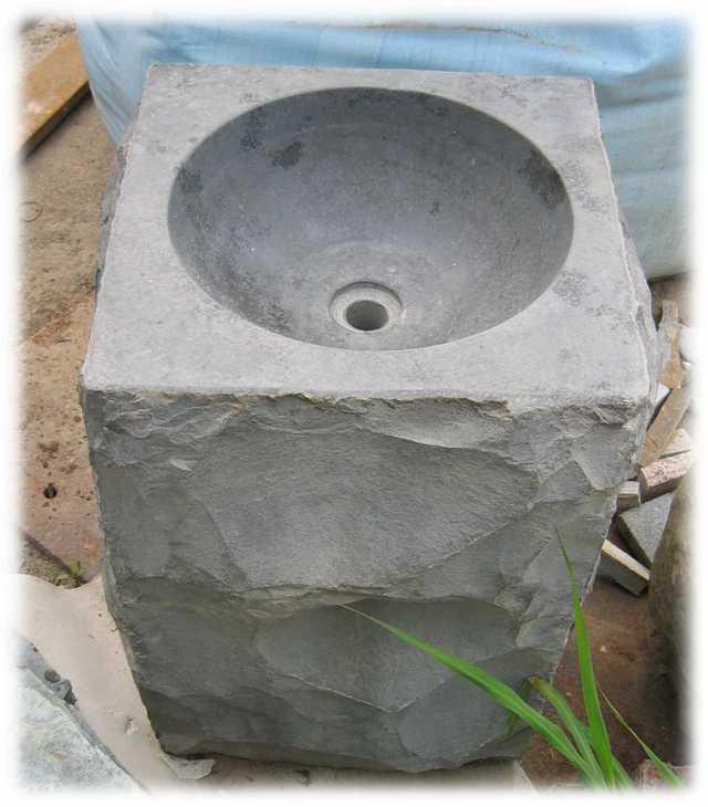 黑金剛:安山岩洗手柱1