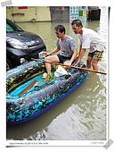2009莫拉克颱風(8/9進度) :閒著也閒著,跟著泛舟去全家買東西