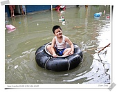 2009莫拉克颱風(8/9進度) :東港鎮唯一笑得出天真燦爛表情的人