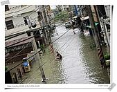2009莫拉克颱風(8/9進度) :這水上腳踏車感覺挺不錯的