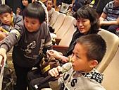 2010生命與藝術創意體驗活動-花蓮場:小朋友認真地回答有獎徵答