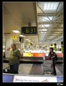 100.5.11奧捷之旅DAY2:【奧地利】3.維也納機場-早上6:37行李轉盤.jpg