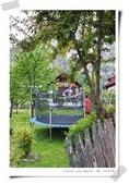100.5.11奧捷之旅DAY2:這一家院子有小孩在跳彈簧床